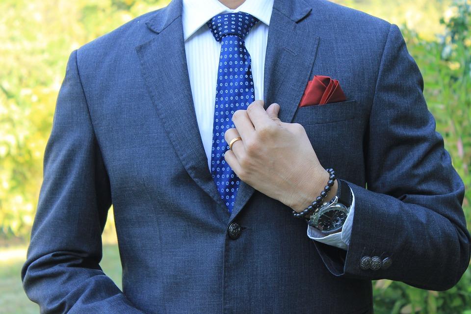 30代メンズのスーツの着こなし!参考になるブランドの例と一緒にご紹介